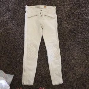 super cute detailed off white jeans
